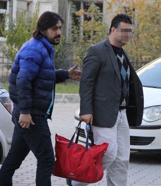 FETÖ'den aranan doçent gözaltına alındı