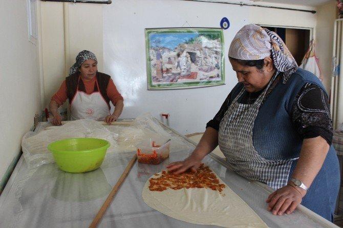 Kadınlar yaptıkları günlerde topladıkları paralarla iş yeri açtı
