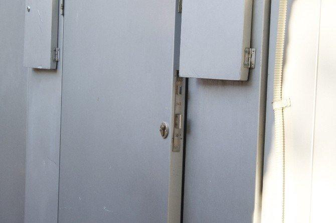 Açık unutulan ATM kapısı polisi alarma geçirdi