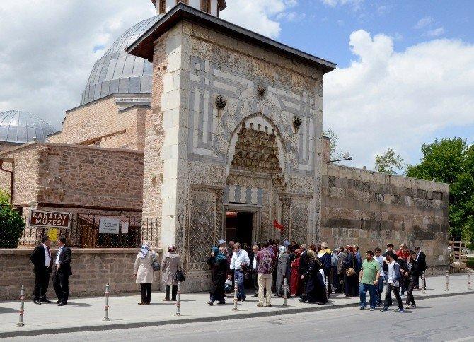 Bozüyük'ten 4 bin 914 kişi Mevlana Hazretlerini ziyaret etti