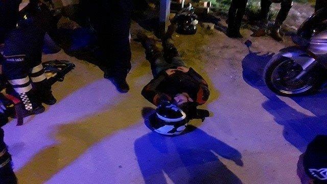 Kaza yapan motosiklet tutkunları hastaneye kaldırıldı