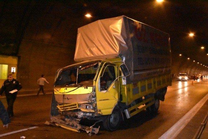 Tünelde zincirleme trafik kazası; 2'si ağır 5 yaralı