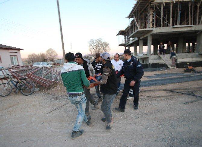 İnşaatın havalandırma boşluğuna düşen işçi yaralandı