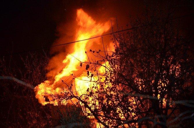Aladağ'daki ev yangını korkuttu