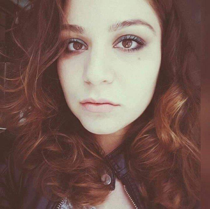 Çılgın aşık, evinin önünde genç kıza pusu öldürmüş