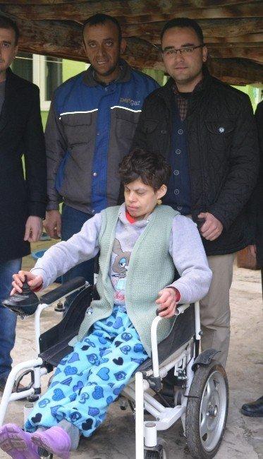 Kula AK Parti'den Engelliler Günü'nde anlamlı hediye