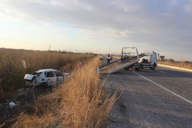 Otomobil tarlaya uçtu: 1 ölü, 5 yaralı