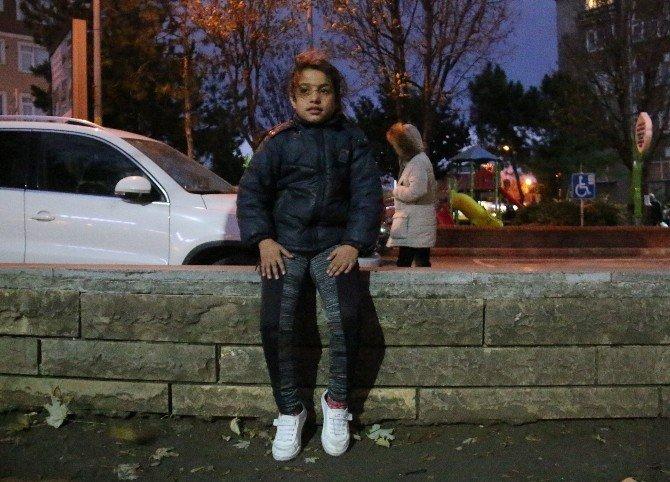 Sokakta kalan Suriyeli çocuklara polis sahip çıktı