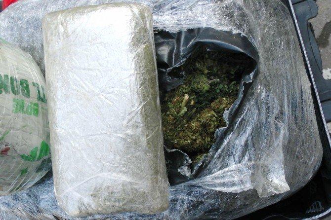 Eski emniyet amiri 54 kilogram esrar ile yakalandı