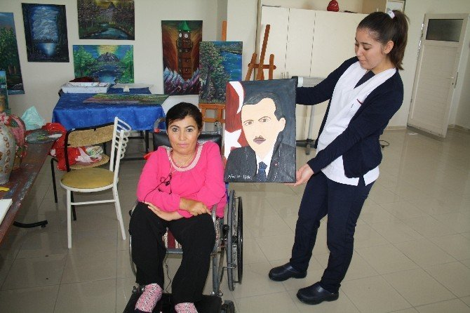 Ağzıyla yaptığı portreyi, Erdoğan'a hediye etmek istiyor