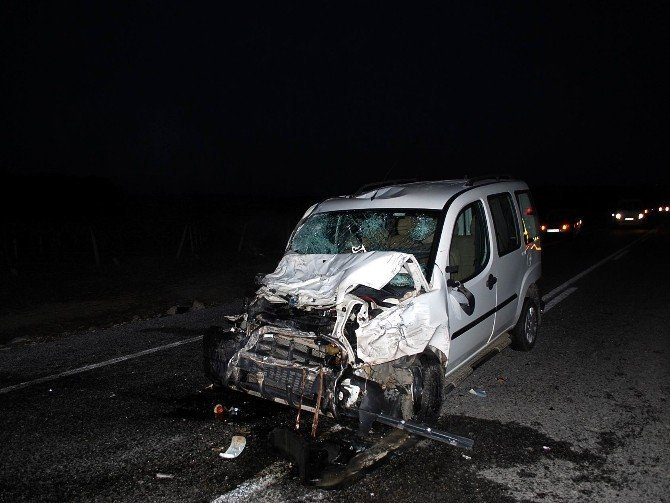 Manisa'da 3 araç çarpıştı: 21 yaralı