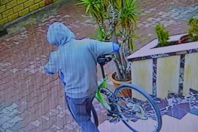Çaldığı bisikletleri satarken yakalandı