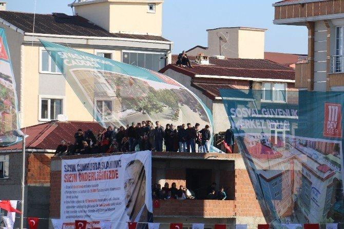 Cumhurbaşkanı Erdoğan'ı görebilmek için çatılara çıktılar