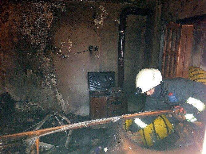 Sobadan çıkan alev evi yaktı