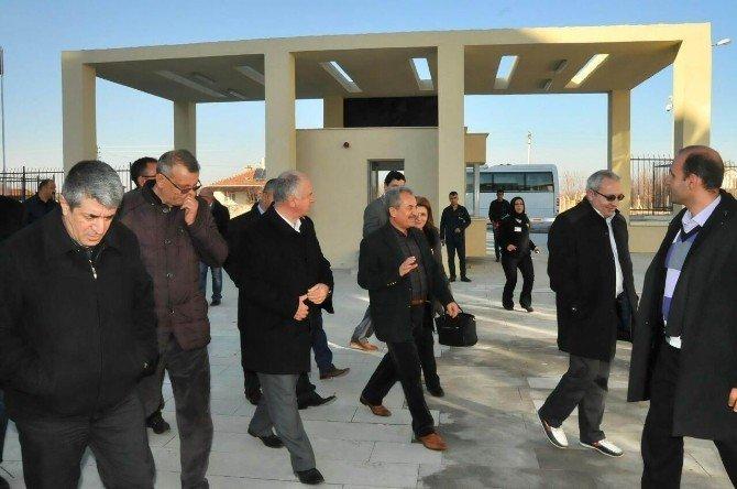 Başkan Akkaya, AK Parti yönetim kurulu üyelerine yatırımları gezdirdi