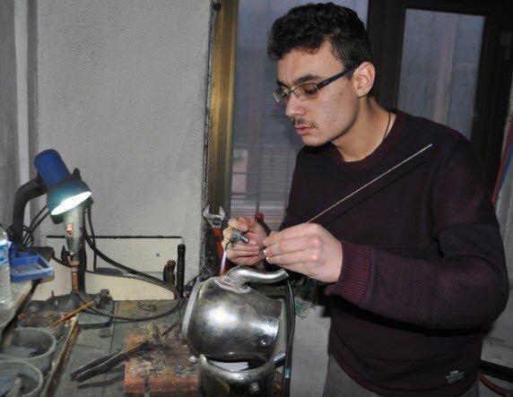 Eski eşyalar 'Çaydanlık Hastanesi'nde hayat buluyor