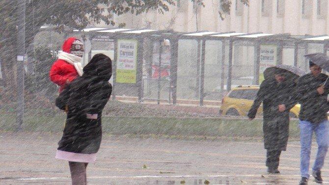 Gaziantep'e mevsimin ilk karı düştü