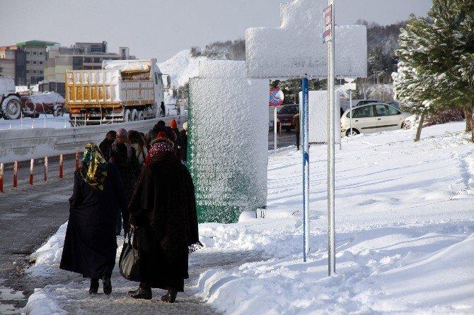 Kocaeli'ne yılın ilk karı yağdı