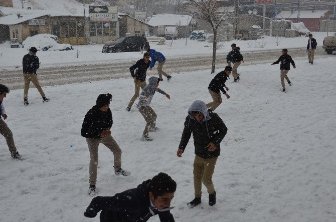 Yüksekova'da kar tatili