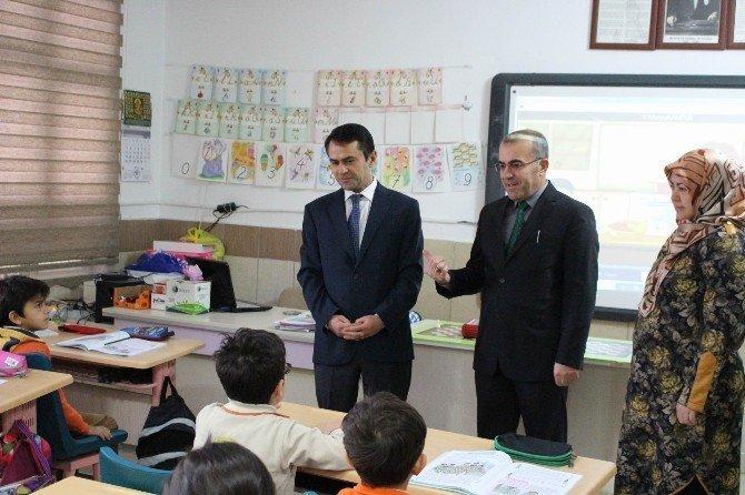 Vali Aktaş mesaisine okul ziyareti ile başladı