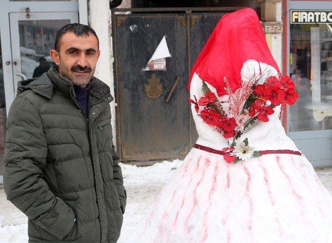 Başlık parasından şikayet eden gençler 'kardan gelin'le mesaj verdi