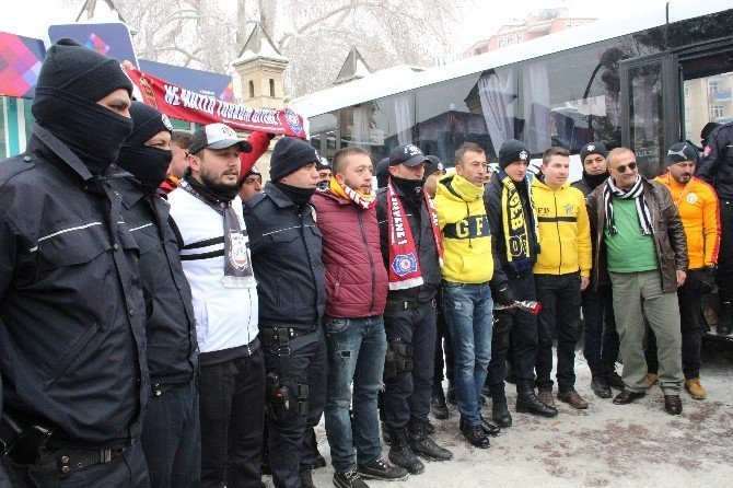 """Karaman'da taraftar gruplarından """"Teröre Lanet"""" yürüyüşü"""