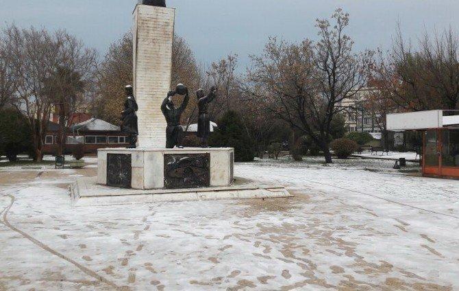 Adıyaman kent merkezine yılın ilk karı düştü