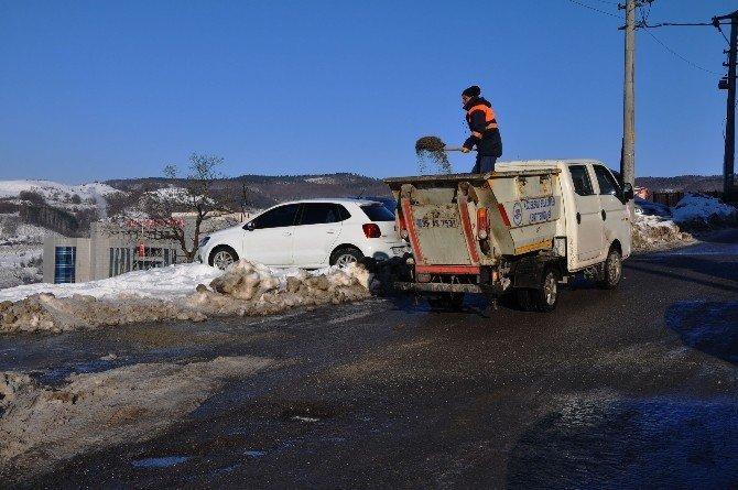 Buzlanmaya karşı, yollar tuzlanıyor