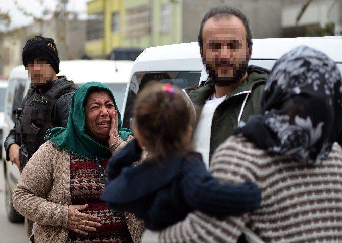 Yakalanan oğlu için polise gözyaşı döktü