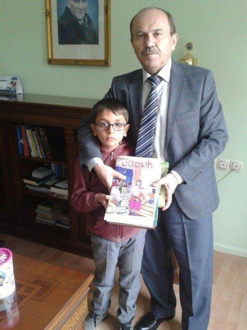 Okul harçlığını Halepli çocuklara gönderdi