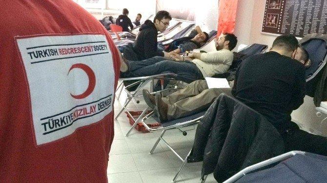 AK Parti İl Başkanlığından Kızılay'a kan bağışı desteği