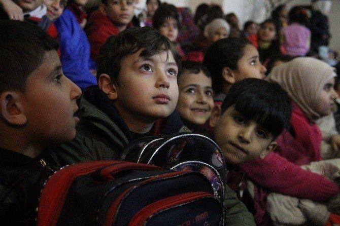 Gençlik merkezinden Suriyeli yetim ve öksüzlere nakdi yardım