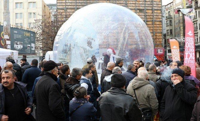 Büyükşehir'in Turizm Tırı Taksim'de