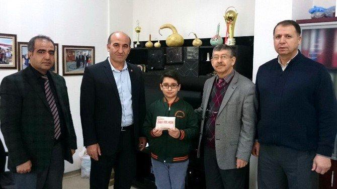 Kumbarasındaki tüm parayı Halep'e bağışladı