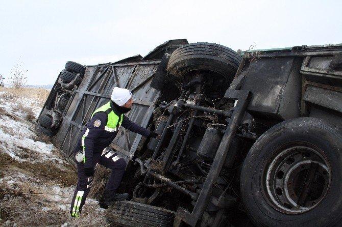 Yozgat'ta İranlı turistleri taşıyan otobüs devrildi: 6 yaralı