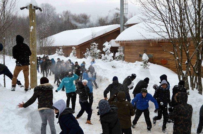 Diriliş kampına gençler akın etti