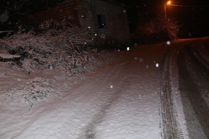 Turgutlu'da karla mücadele devam ediyor