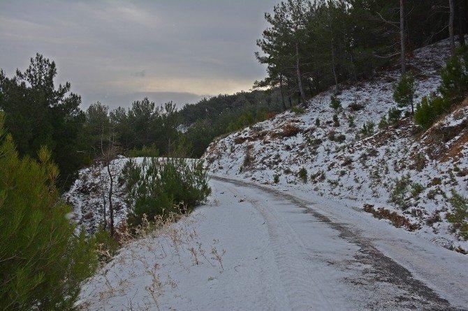 Bergama'da kar hayatı felç etti