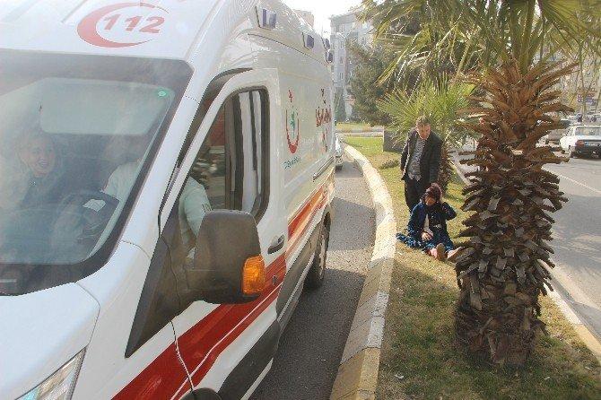 Hastaneden çıkan yaşlı kadına otomobil çarptı