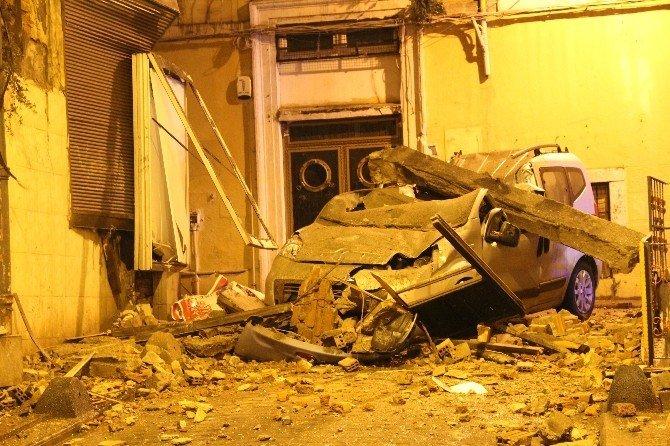 Beyoğlu'nda 3 Katlı Bir Binanın Duvarı Çöktü