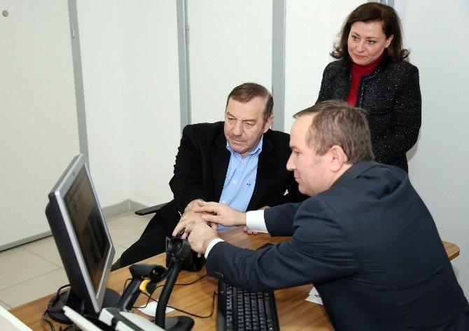 Esenyurt'ta çipli kimlik kartları için ilk başvuru Belediye Başkanı Kadıoğlu'ndan