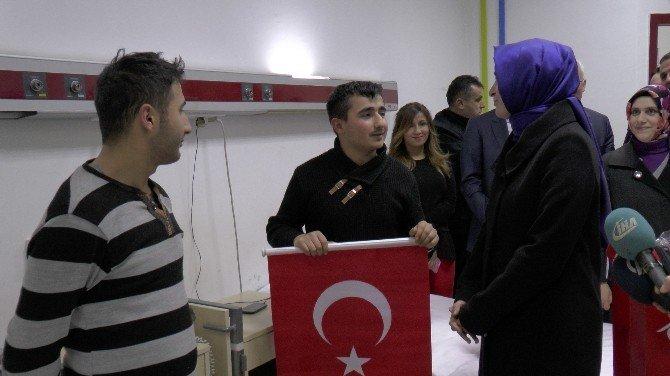 Bakan Kaya, hastanede gazileri ve askerleri ziyaret etti