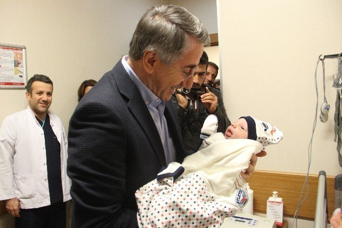 Elazığ'da yeni yılın bebeği Ali Eymen oldu