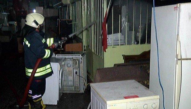 Konya'da spotçular çarşısında yangın