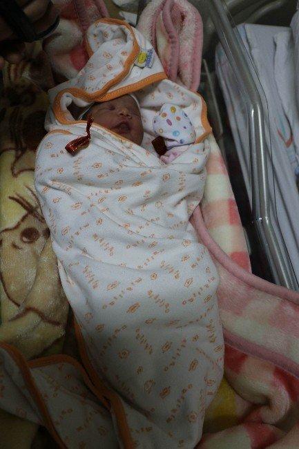 Sivas'ta yeni yılın ilk bebeği Ayşe Betül oldu