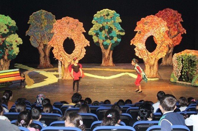 Alanya Belediye Tiyatrosu'ndan çocuklara oyun