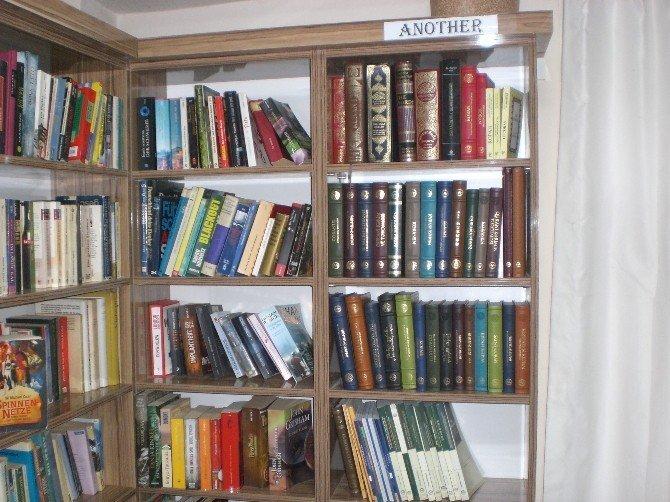 Dünya Dilleri Kütüphanesine 26 dilde 26 Kur'an-ı Kerim