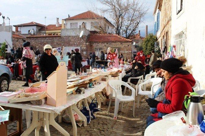 El emekleri köylü pazarında sergilendi