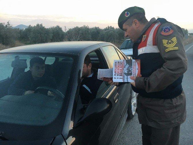 Jandarmadan sürücülere afişli bilgilendirme