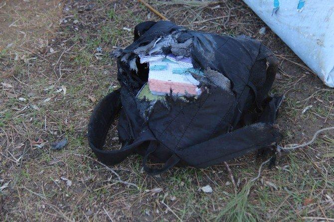 Şüpheli çantadan okul malzemesi çıktı